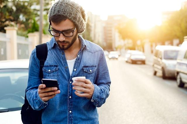 Ở Honolulu, vừa đi đường vừa dùng điện thoại có thể bị phạt