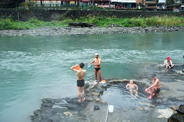 Thư giãn tại suối nước nóng Wulai bạn sẽ không phải tốn bất kì chi phí nào