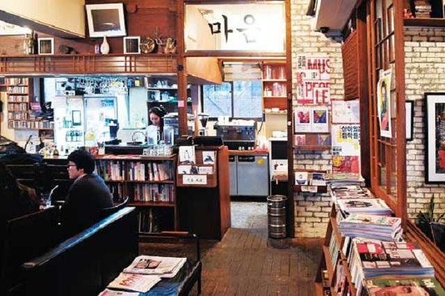 Một góc cổ điển của quán cà phê nhỏ trên phố coffee Garosu
